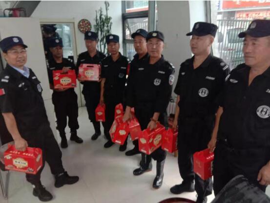 中秋佳节来临之际锦安安防为职工送温暖